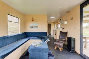Two-Bedroom House, Modern, cosy cabin in a secluded meadow near Framlingham