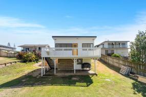 Holiday Home, 98 Steps to the Beach - Waihi Holiday Home