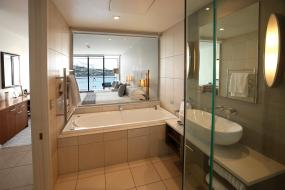 Executive King Room with Lake View, The Rees Hotel & Luxury Apartments