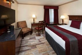 Standard Room One Queen, Royal Canadian Lodge
