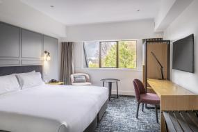 King Guest Room, Chateau On The Park - Christchurch, A Doubletree By Hilton