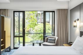 Deluxe King Room with Balcony, Chateau On The Park - Christchurch, A Doubletree By Hilton