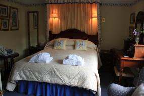 King Room with Bath, The Heatherville