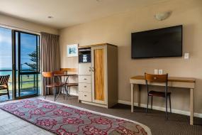 Luxury Upper Level Family Suite - Sleeps 5, Pebble Beach Motor Inn
