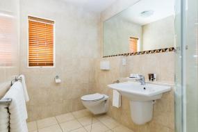 Luxury Twin Room - Upper Floor, Pebble Beach Motor Inn