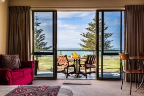 Luxury Family Suite - Upper Floor, Pebble Beach Motor Inn