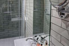Superior Double Room with Double Bed and Balcony - Non-Smoking, New Hobbit Hotel