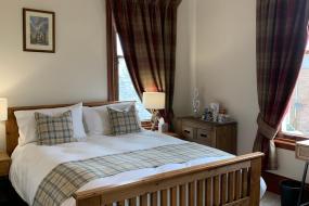 Deluxe Double Room with Ensuite, Cunmont Bed & Breakfast