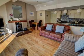 Two-Bedroom Holiday Home, Serene holiday home in Lynmouth with Private Terrace