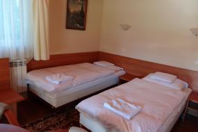 Pokój Czteroosobowy, Motel Comet