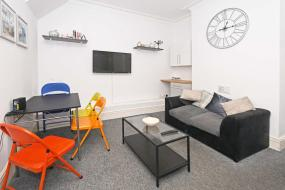 Holiday Home, Townhouse @ Camm Street Crewe