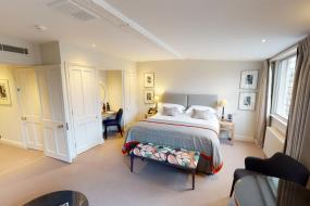 Suite, The Old Bank