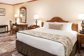 Deluxe Room with Queen Bed, Charltons Banff
