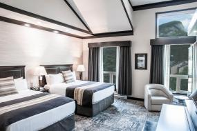 Deluxe Mountain View Two Queen Beds, Charltons Banff