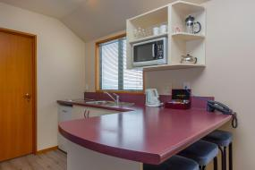 One-Bedroom Apartment with Spa Bath, Deans Bush Motel