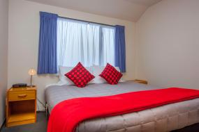 Two-Bedroom Apartment with Spa Bath, Deans Bush Motel