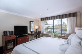 Standard King Room, Granville Island Hotel