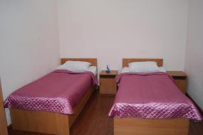 Двухместный номер с 2 отдельными кроватями и душем, Амран Отель