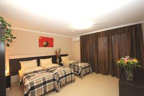 Трехместный номер с общей ванной комнатой и балконом, Отель Дали
