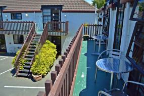 Deluxe Four Bedroom Spa Apartment, 53 Southern Comfort Motel