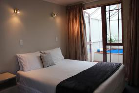 One-Bedroom Family Suite with Spa Pool, Acapulco Motor Inn