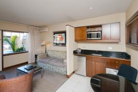 One-Bedroom Apartment with Courtyard View , Oasis Beach Resort
