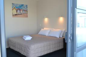 Queen Studio with Bath (2 Adults), 319 Addington Motel