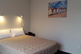 Queen Studio with Bath (3 Adults), 319 Addington Motel