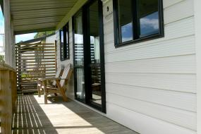 Queen Room - Unit 9, Oakura Beach Holiday Park