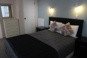 One-Bedroom Apartment with Hot Tub 2, Malones Spa Motel