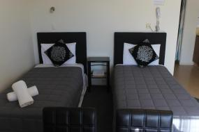 One-Bedroom Apartment with Hot Tub, Malones Spa Motel