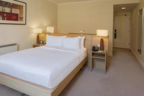 Deluxe Queen Room, Hilton Northampton Hotel