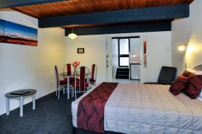Executive Apartment with Spa Pool, Wylie Court Motor Lodge