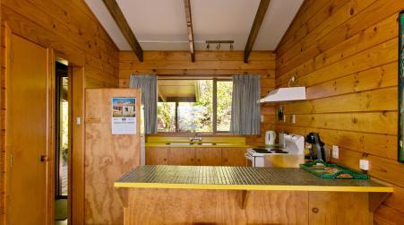 Lake Cottage with Wifi and Pet friendly - Pukawa Holiday Home, Kuratau