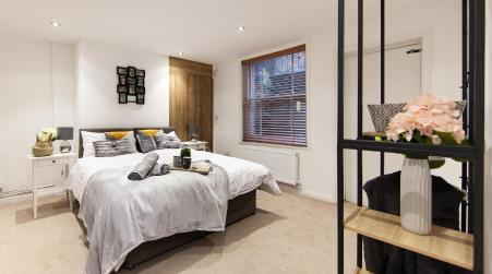 Large House - Contractors & Families & Private Parking by Comfy Workers, Northampton