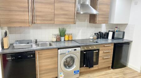 Spacious 5 bed townhouse Manchester, Salford Qauys - Two Bedroom with Parking, Manchester