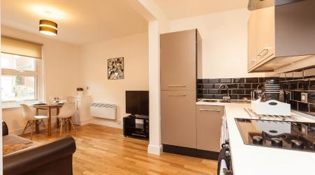 Redhill Garland- 1 bed 1 bath self contained ground floor flat, Redhill