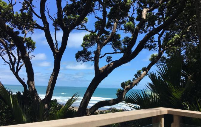 Pihadom ocean front beach house, surfers paradise., Piha
