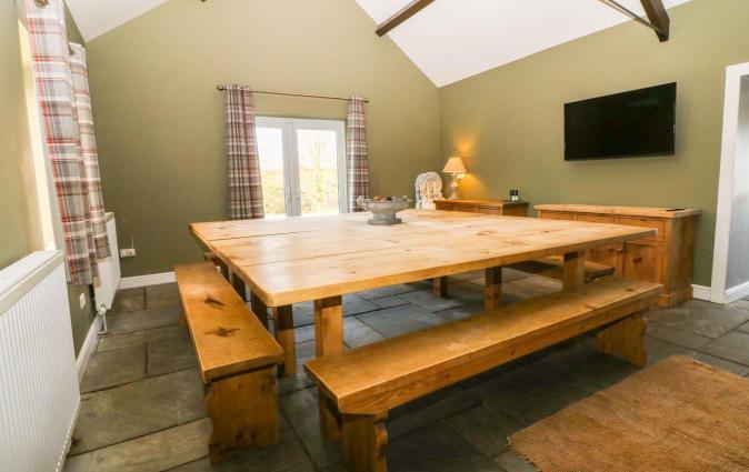 The Keepers Lodge, Dinas
