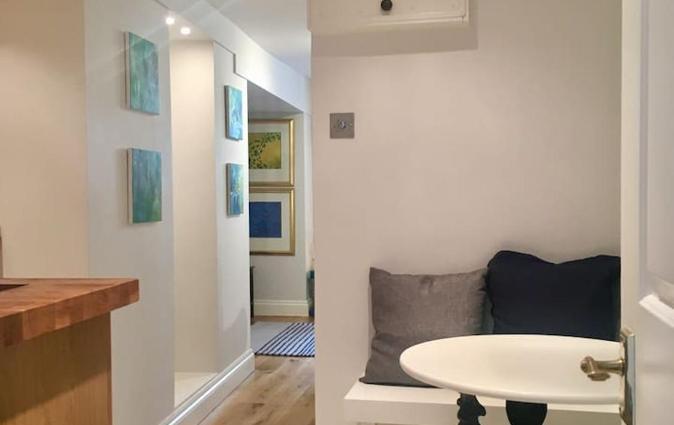 Beautiful 1BR Apartment in Historic St Aubin House, Saint Aubin
