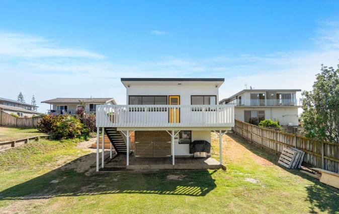 98 Steps to the Beach - Waihi Holiday Home, Waihi Beach