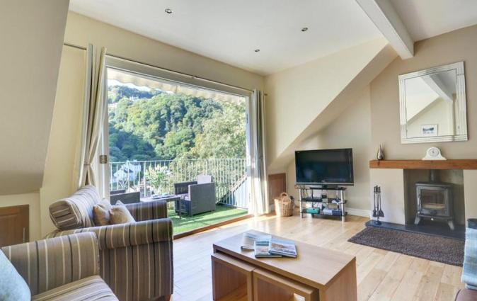 Serene holiday home in Lynmouth with Private Terrace, Lynmouth